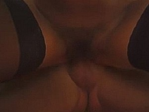 Rape zaad drupt van het jankende meisje haar wangen