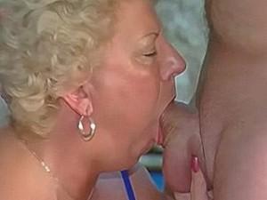 Oma laat zich keel neuken