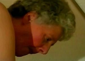 Kleinzoon woont oma anaal uit met zijn warme tamp