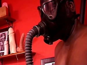 Breathplay en latex gasmasker training door godin